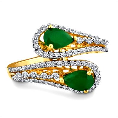 Dazzling Emerald Diamond Ring