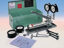 CAN PRESSURE TESTER WITH HAND PUMP