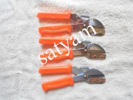 Almond cutter / almond scissor