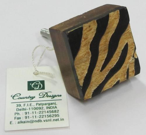wood horn with safari desgin  door knob