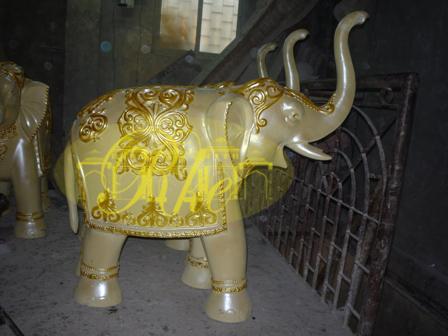 elephhant statues