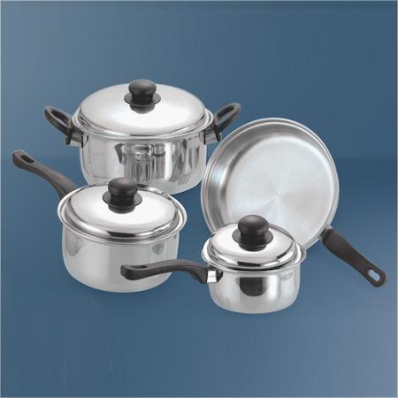 不锈钢的炊具集合