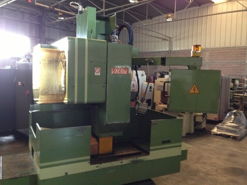 USED VERTICAL MACHINING CENTER VMC FEELER MAKE