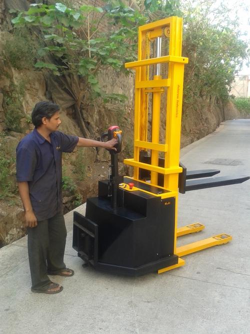 Battery Operated Hydraulic Stacker