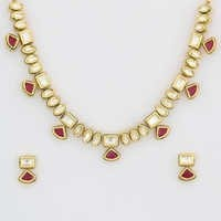 Delicate Kundan necklace set