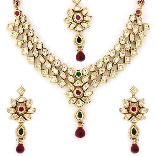 Delicate Kundan Necklace Set
