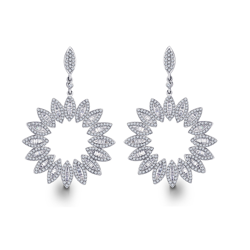 Sleek and glazing Diamond Earring