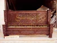 Lotus Pillar Bed