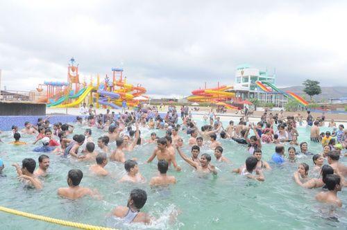 Water Wave Pool