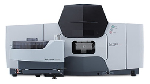 SHIMADZU ATOMIC ABSORPTION SPECTROPHOTOMETER FLAME MODEL NO. AA-7000F JAPAN