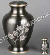 Memorial Urn Eaton