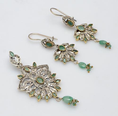 925 sterling silver Emerald & Cz Gemstone Victorian Pendant Set