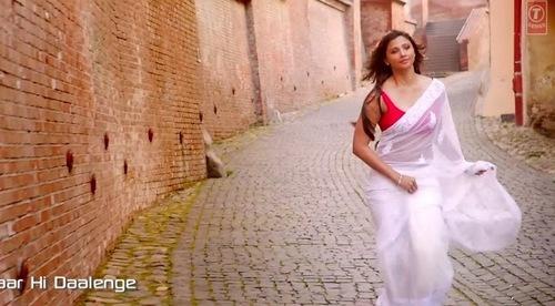 Daisy Shah Bollywood Saree