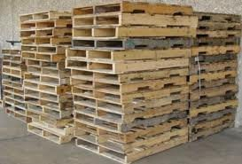 Waste wood pallets shredder