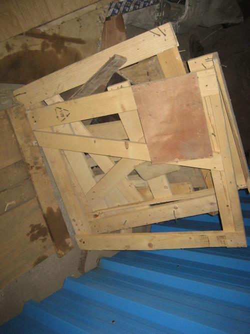 Waste wood pallets shredding