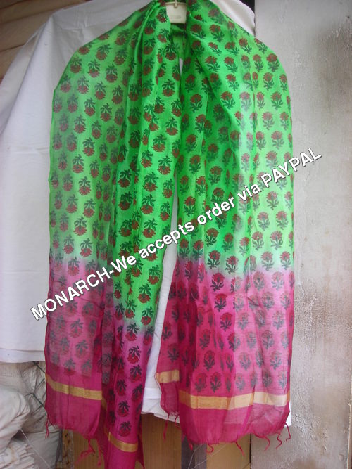 PINK FLOWER ON GREEN SILK HAND BLOCK STOLE