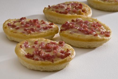 Frozen Mini Pizzas with ham & bacon