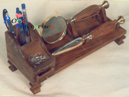 Pen Holder Table Top with Magnifying