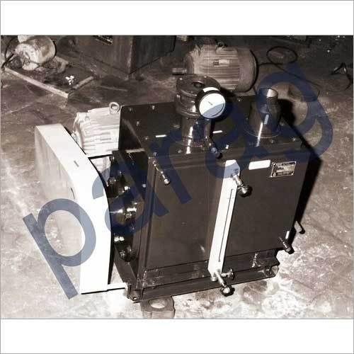 Oil seal vacuum pump