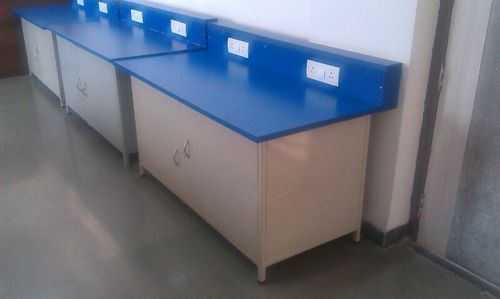 Electrical lab table