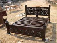 Round Jali Bed