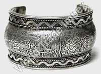 Metel Cuff Bracelet