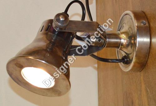 Wall lamp.