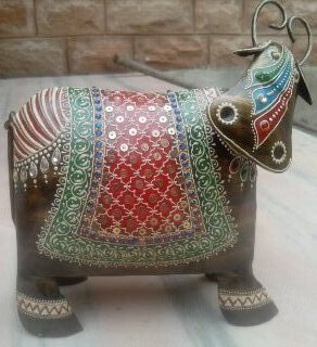 Hand Painted Metal Cow Decorative and Gift Items