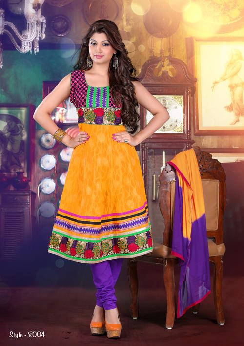 花嫁のSalwarはAnarkaliに適する