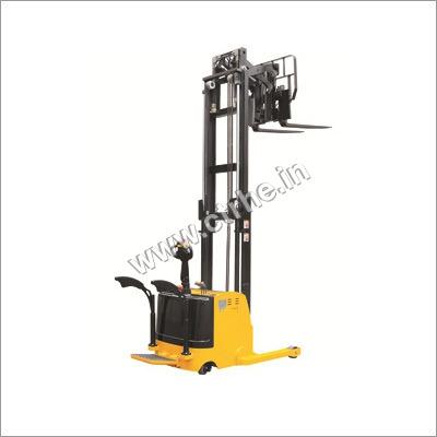 Reach Stacker Lifting Capacity: 2 Tonne
