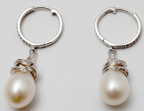 designer white gold round diamond earring