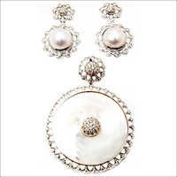 newest design white earring and pendant