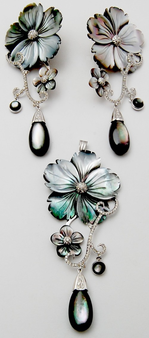 Amazingly different pair of earring and pendant