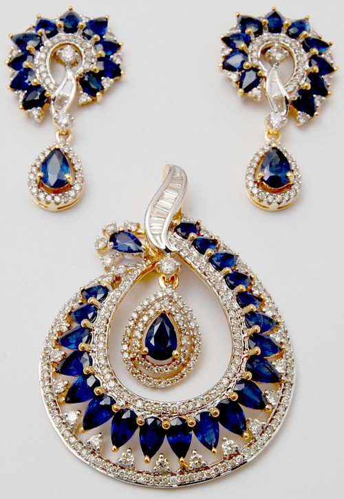 Beautifully designed diamond earring pendant set