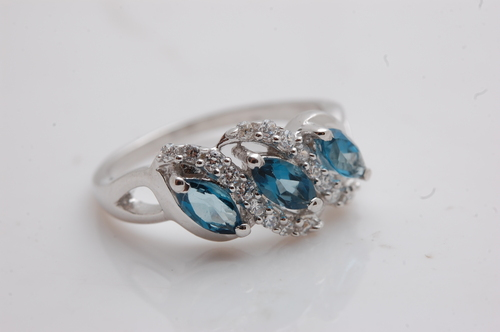 Lovely three gemstome silver ring jewelry
