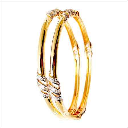 Yellow gold shiny bangle design