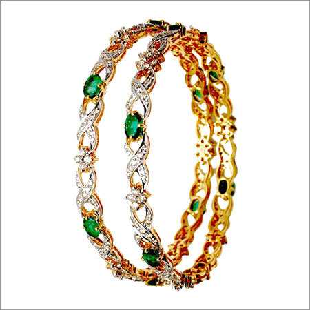 Emerald gemstone bangle retailer