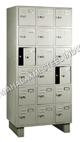 18 Locker Almirah
