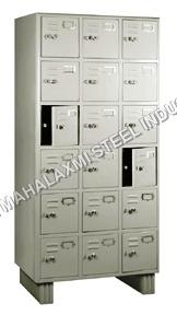 18 Locker Almirah