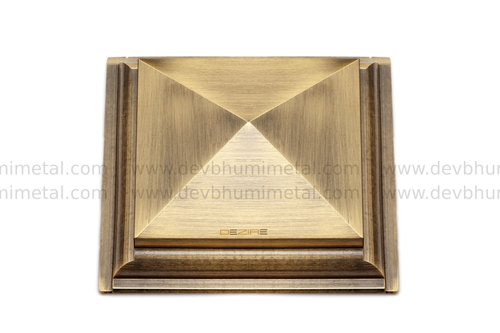 Brass Royal Pyramid Mirror Cap