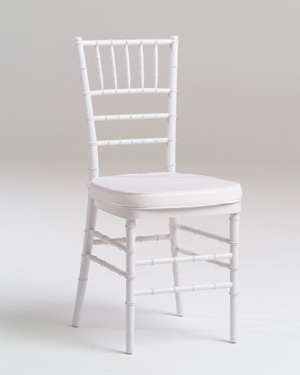 White wooden chiavari chair