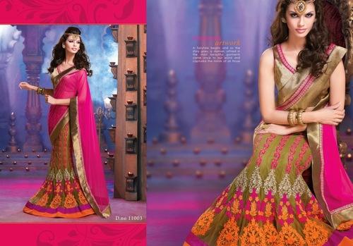 Mehandi Admire Saree