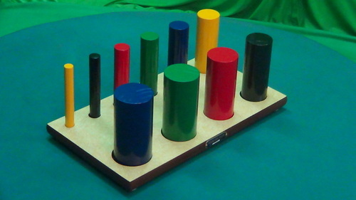 ROUND PEG BOARD (10 Pegs of different sizes)