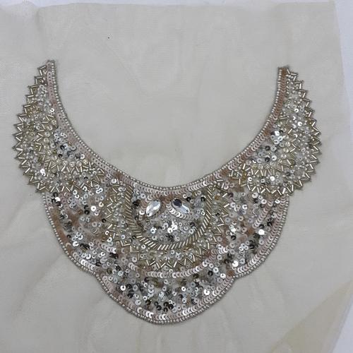 衣服饰物之小金属片领口