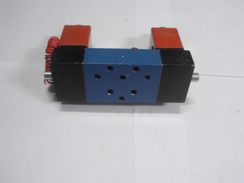 Double solenoid valve 5 port base