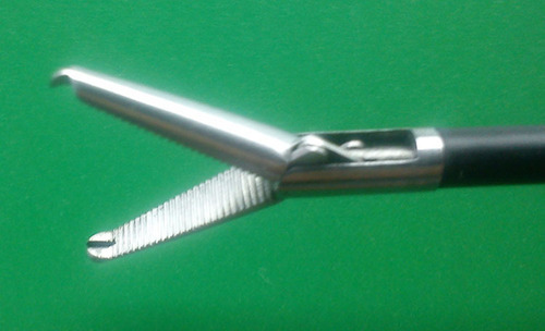 1X2 Toothed Grasping Forceps 5mm