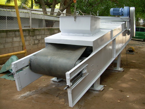 Enclosed Belt Conveyor