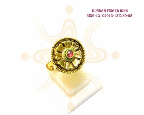 Simple Kundan Finger Ring