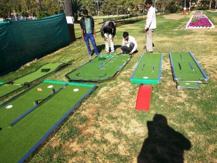 Portable Mini-Golf Course Set