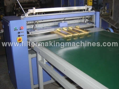 Knife Pleating Machine With Conveyor